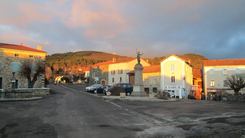Place de la mairie (Photo  S.Dallet)-2014